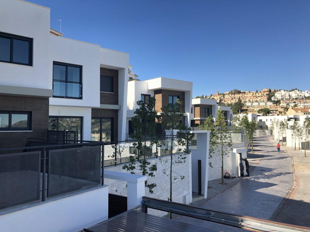 Adosados en Hacienda Paredes Málaga construidos por AGP